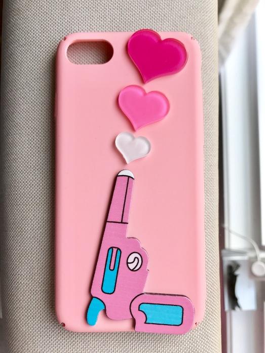 gun-heart-iphone7-case