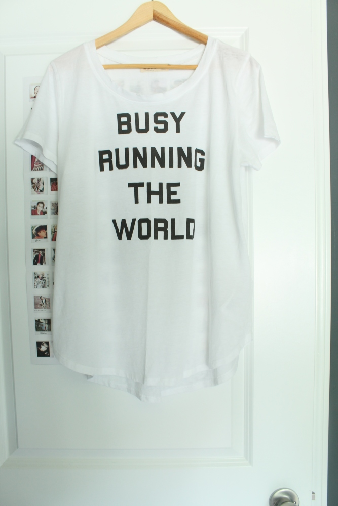 busy-running-the-world-tshirt-hollister-stylecokiejar-front