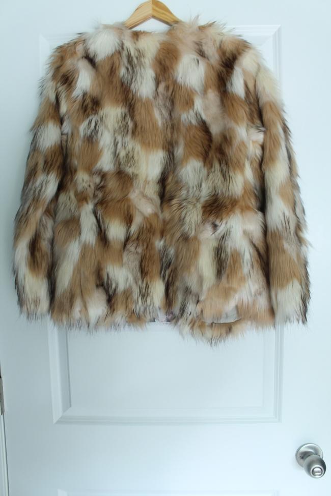 faux-fur-coat-hollister-stylecookiejar-back