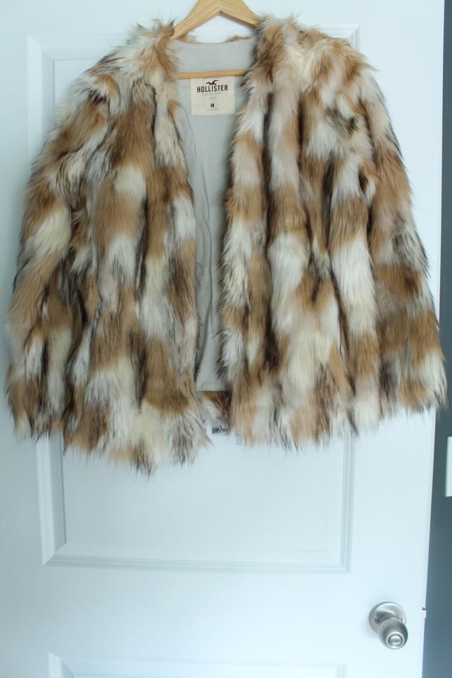 faux-fur-coat-hollister-stylecookiejar-front