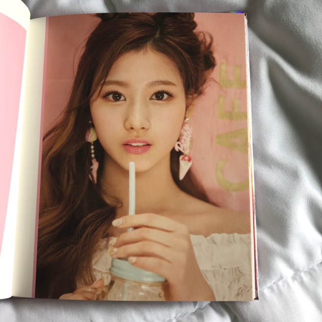 sana-twice-signal-mini-album-photobook-stylecookiejar